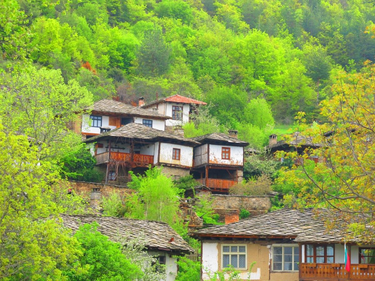 Приказните села на Родопите - Лещен