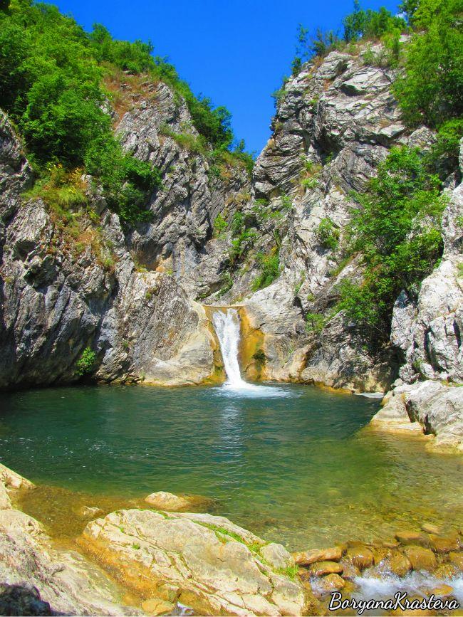 Сини вир, водопад, Медвен