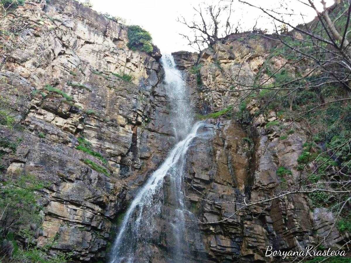 Водопад Под камико и необичайна среща с безгрижието
