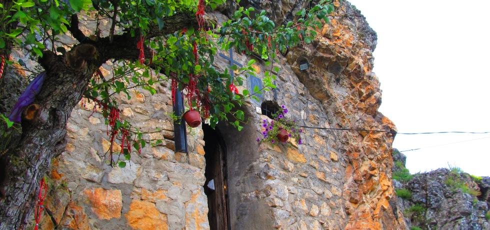 Трън, скален параклис, чудеса, Света Петка