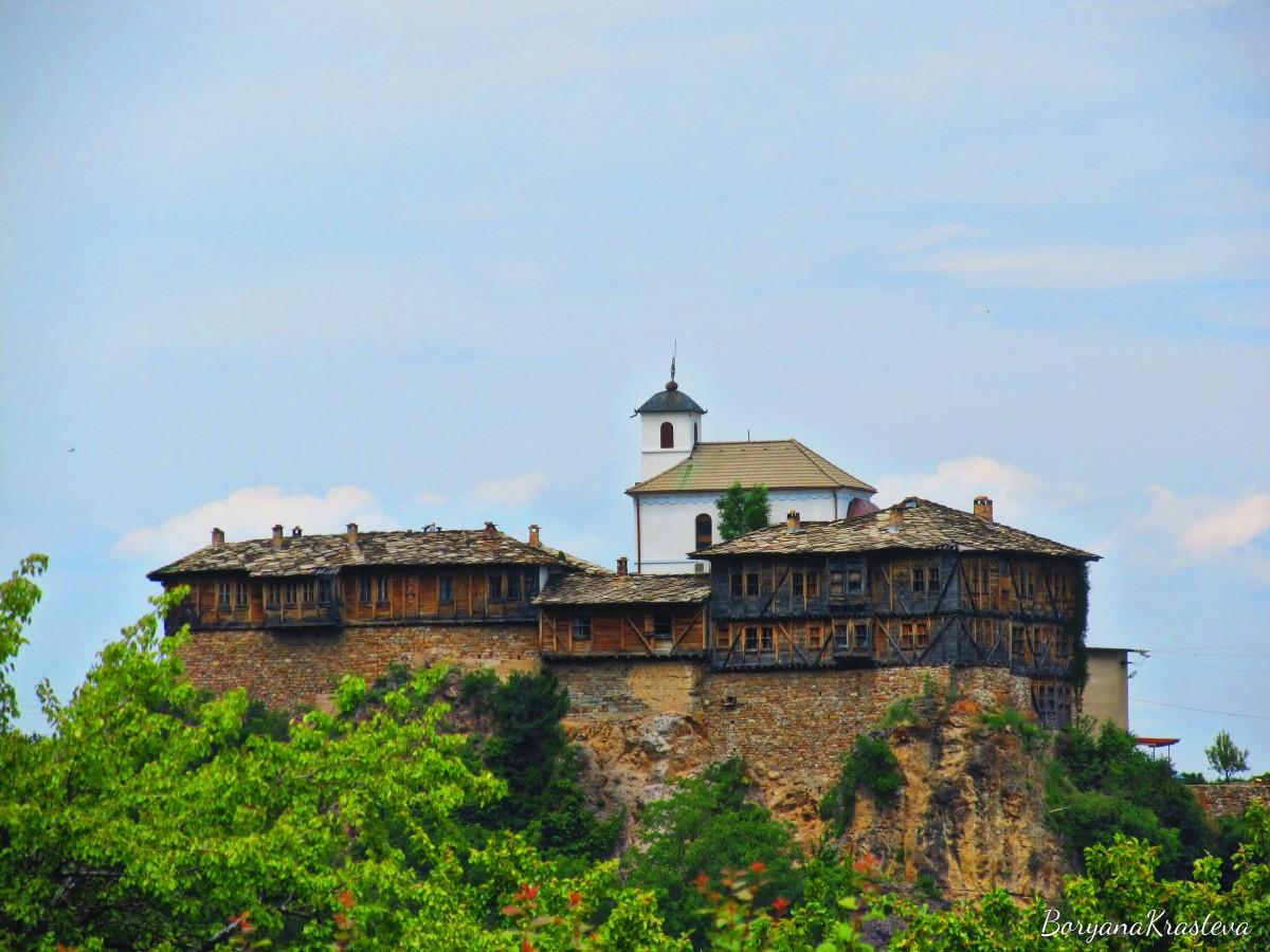 Гложенският манастир - Крепост насред планината