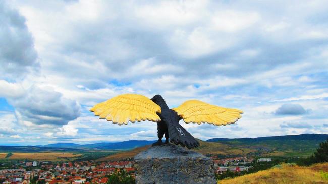 Айтос, Тримата братя, орела