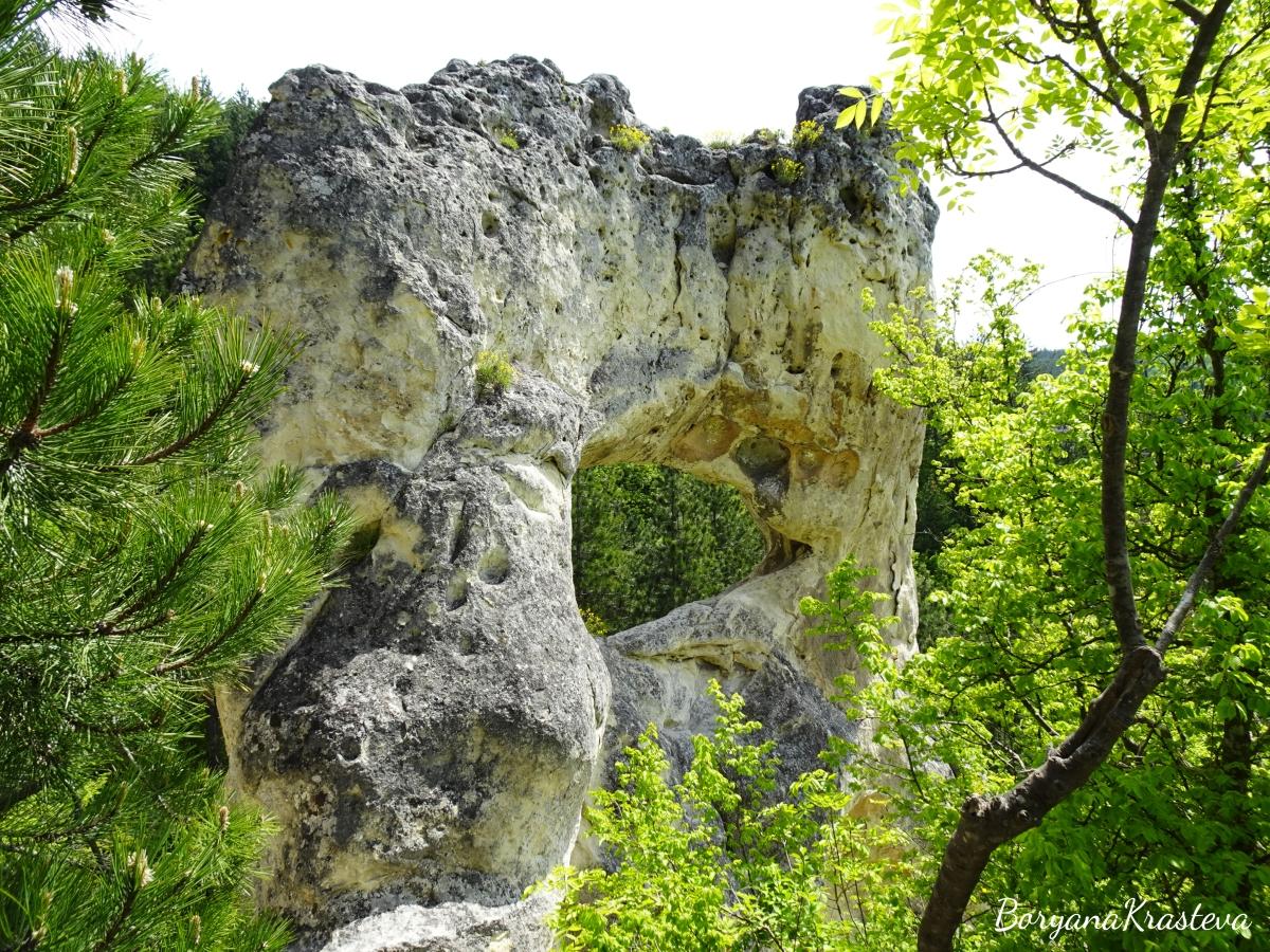 Окото на Осмар и скалните манастири