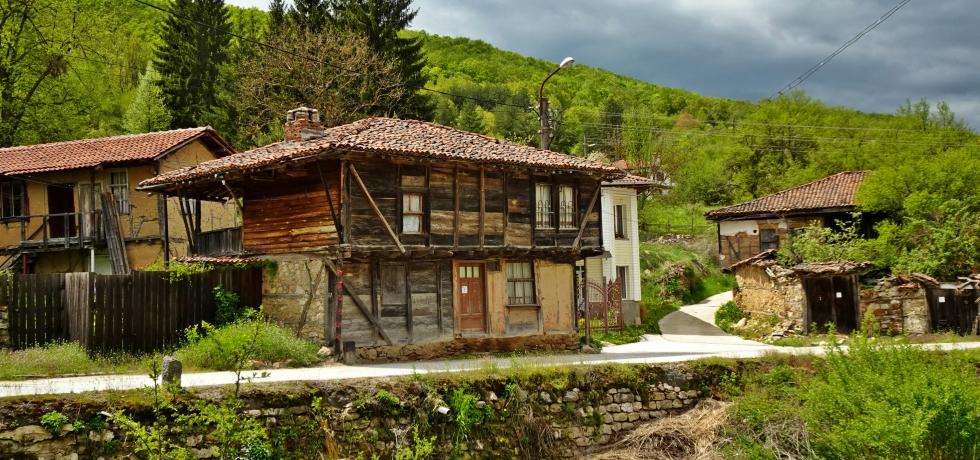 Свежен, Аджар, Средна гора, село